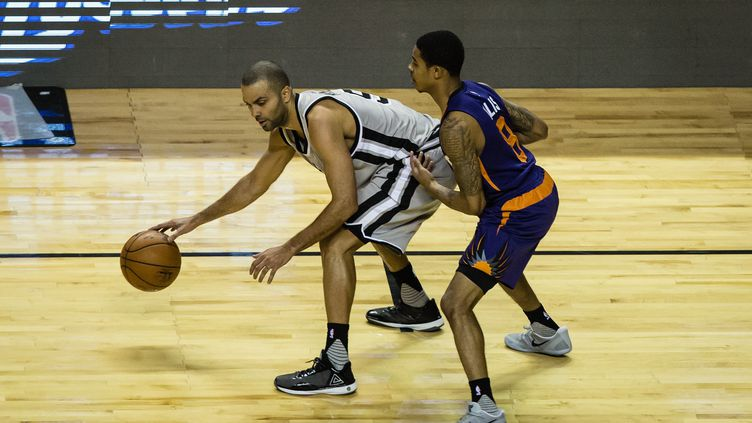 Tony Parker (San Antonio Spurs) face à Tyler Ulis (Phoenix Suns) (MANUEL VELASQUEZ / ANADOLU AGENCY)