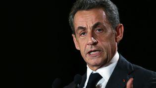 Le président des Républicains, Nicolas Sarkozy, le 30 novembre 2015, lors d'un meeting à Rouen (Seine-Maritime). (CHARLY TRIBALLEAU / AFP)