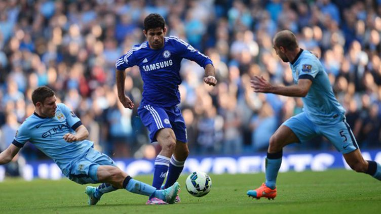 Manchester City et Chelsea se livrent un gros duel (CARL COURT / AFP)