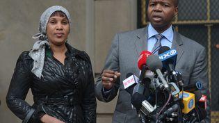 Nafissatou Diallo et son avocat Kenneth Thompson lors d'une conférence de presse à New York (Etats-Unis), le 10 décembre 2012. (EMMANUEL DUNAND / AFP)