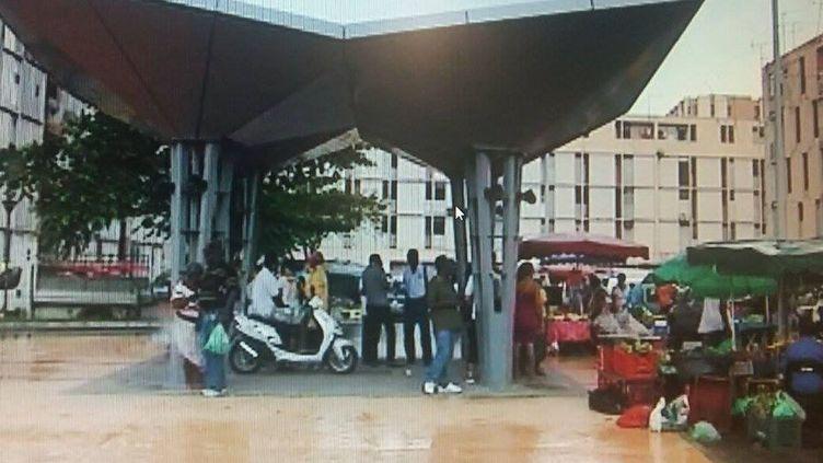 """Le """"marché à Man Réau"""", à Pointe-à-Pitre, a réouvert à depuis le 15 mai, mais pas dans les conditions dans lesquelles il fonctionnait avant la crise sanitaire. (GUADELOUPE 1ÈRE)"""