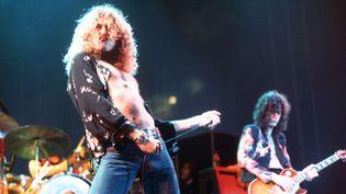 Led Zeppelin : Robert Plant et Jimmy Page sur scène en 1975.  (Ian Dickson / Rex Featu/REX/SIPA)