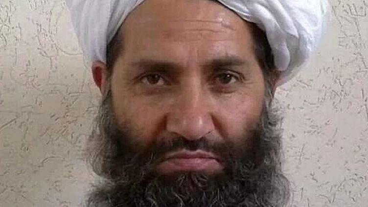 Hibatullah Akhundzada sur une photo publiée par les Talibans le 25 mai 2016. (STR / AFGHAN TALIBAN / AFP)