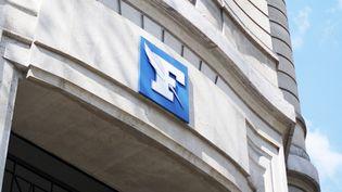 """Le logo du""""Figaro""""à l'entrée de ses locaux, à Paris, le 17 avril 2021. (FIORA GARENZI / HANS LUCAS / AFP)"""