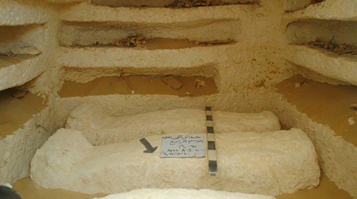 L'un des tombeaux mis au jour dans la zone d'al-Kamin al-Sahrawi en Egypte.  (Ministère des Antiquités égyptiennes /AFP)