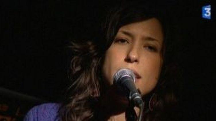 """Avec """"Klami"""", la belle parole de Djazia Satour se fait entendre en solo  (Culturebox)"""