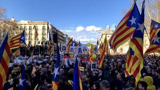 Des dizaines de milliers de Catalans ont manifesté le 11 mars 2018 à Barcelone. (ROSSELL / CROWDSPARK / AFP)