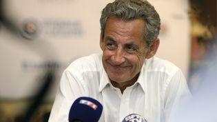 L'ancien président de la République Nicolas Sarkozy lors d'une séance de dédicace de son livre, le 24 juillet 2020 à Ajaccio, en Corse. (PASCAL POCHARD-CASABIANCA / AFP)