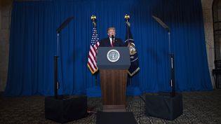 Donald Trump, le président des Etats-Unis, délivre un discours sur la Syrie, le 6 avril 2017 à West Palm Beach, Floride (Etats-Unis). (JIM WATSON / AFP)
