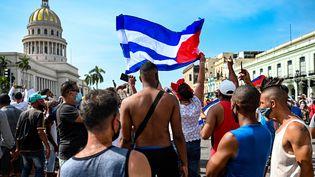 Des manifestants cubains à la Havane (Cuba), le 11 juillet 2021. (YAMIL LAGE / AFP)