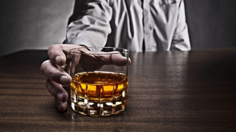 L'alcool est l'une des premières causes d'hospitalisation en France, selon une étude publiée le 7 juillet 2015 par l'Institut de veille sanitaire. (KLAUS OHLENSCHLÄGER / PICTURE ALLIANCE / AFP)