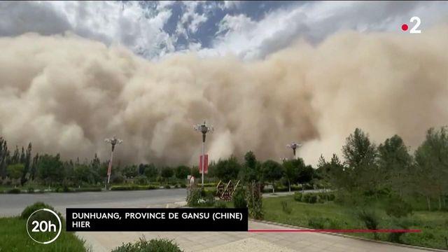 Chine : une impressionnante tempête de sable frappe le nord du pays