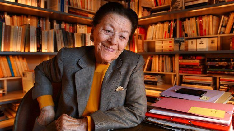 L'écrivaine Edmonde Charles-Roux, alors présidente de l'Académie Goncourt, en septembre 2003. (ERIC FEFERBERG / AFP)