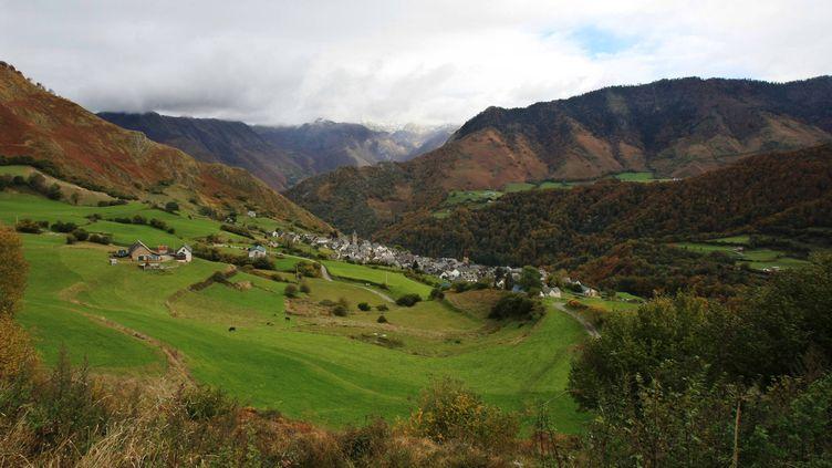 Le cirque de Lescun, dans les Pyrénées-Atlantiques, le 30 octobre 2007. (BONNAUD GUILLAUME / MAXPPP)