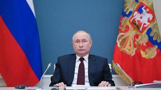 Le président russe, Vladimir Poutine, lors du sommet virtuel sur le climat, à Moscou, le 22 avril 2021. (ALEXEI DRUZHININ / SPUTNIK / AFP)