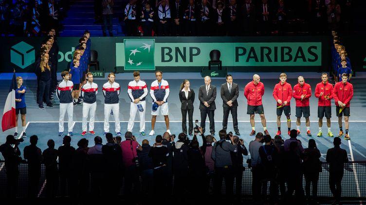 La France et la Belgique lors de la présentation des équipes de cette finale de Coupe Davis