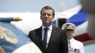 Le président de la République, Emmanuel Macron, à son arrivée à l'aéroport de Cayenne (Guyane), le 26 octobre 2017. (RONAN LIETAR / AFP)