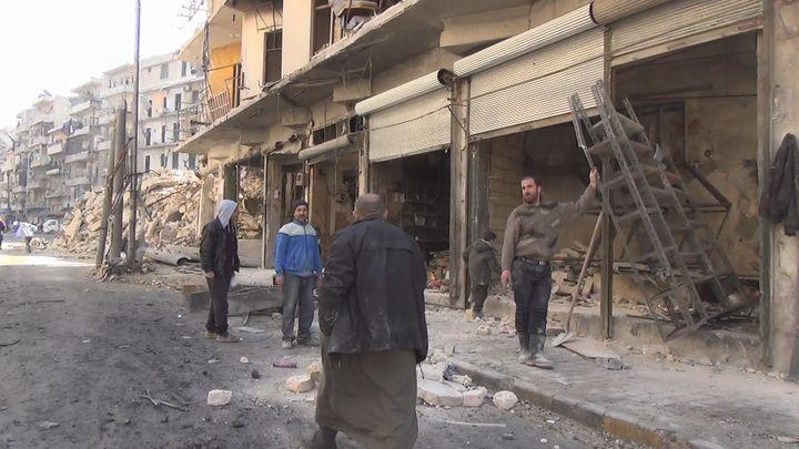 Amri, ici photographié en janvier 2017, veut rouvrir son magasin à Alep-Est cet été. (GILLES GALLINARO / RADIO FRANCE)