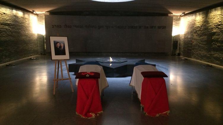 Les cercueils de Simone Veil et son mari Antoine, dans la crypte du Mémorial de la Shoah, le 29 juin 2018. (BENJAMIN MATHIEU / RADIO FRANCE)