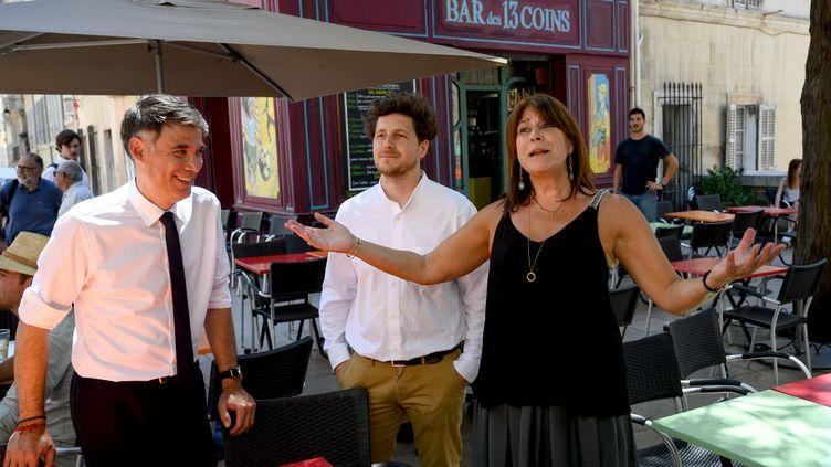 En campagne pour le second tour aux municipales à Marseille (Bouches-du-Rhône), la candidate de gauche Michèle Rubirola est accompagnée du premier secrétaire du PS Olivier Faure (à gauche) et du secrétaire national d'EELV Julien Bayou, le 22 juin 2020. (CHRISTOPHE SIMON / AFP)