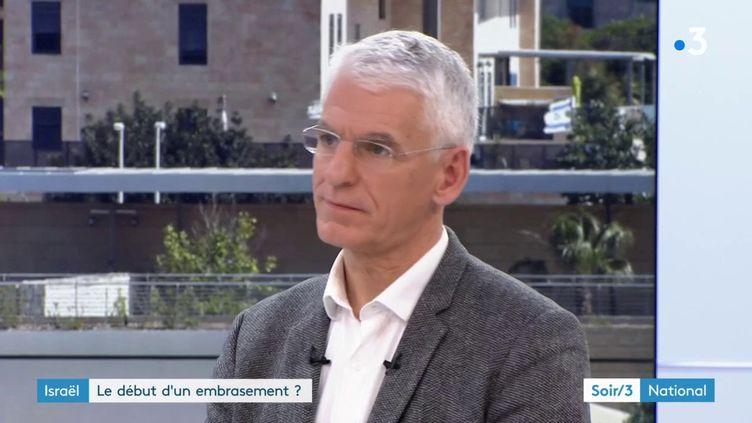 Le journaliste Vincent Nouzille (France 3)