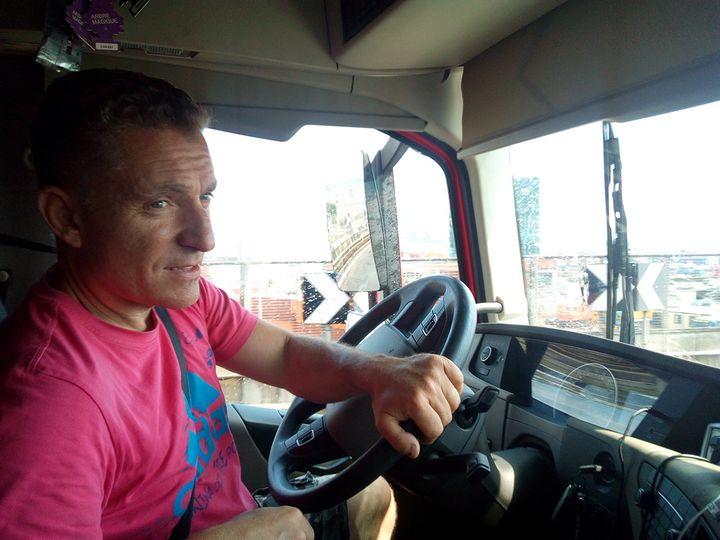 Roberto est transporteur routier. Il a emprunté des milliers de fois le pont Morandi. (Evan Lebastard / RADIO FRANCE)