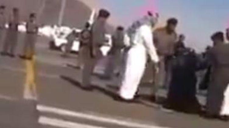 Capture d'écran de la vidéo de l'exécution publique d'une femme en Arabie Saoudite, le 17 janvier 2015. (DR)