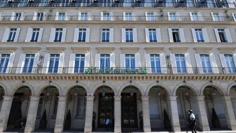 Le palace parisien Le Meurice, rue de Rivoli, à Paris (1er arrondissement), le 7 août 2020. (ALAIN JOCARD / AFP)