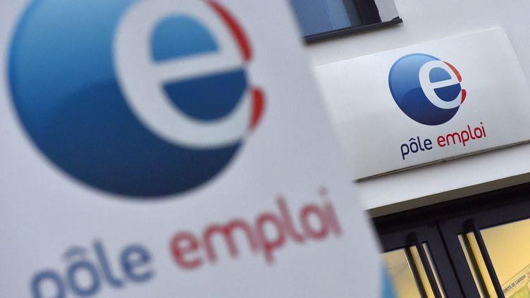 La façade d'une agence Pôle emploi de Nantes. (illustration) (LOIC VENANCE / AFP)