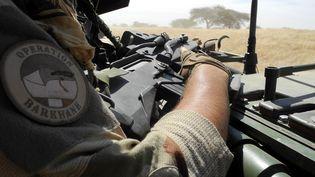 Un militaire de l'opération barkhane, au Mali, le 1er novembre 2017. (DAPHNE BENOIT / AFP)