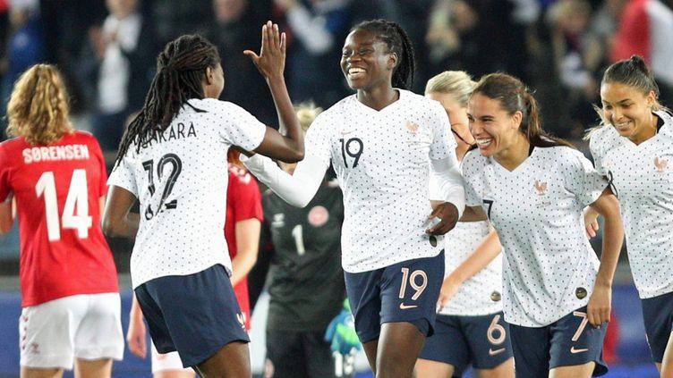 Griedge Mbock Bathy marque un 3e but pour l'équipe de France lors du match amical de football féminin entre la France et le Danemark, à Strasbourg le 8 avril 2019. (JEAN-MARC LOOS / MAXPPP)