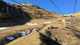 La neige est rare dans les Pyrénées début janvier 2019. Illustration sur la station de Saint-Lary, à 2 350 mètres d'altitude. (TOMMY CATTANEO / FRANCE-INFO) (TOMMY CATTANEO / FRANCE-INFO)