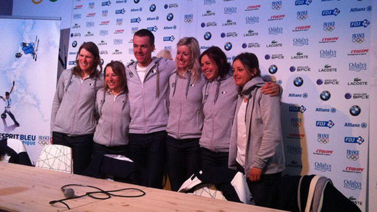 Aurore Jean (la blonde au milieu) entourée de ses copines du ski de fond