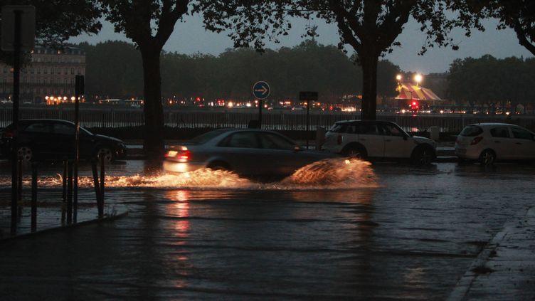 De violents orages et des pluies abondantes se sont abattus sur Bordeaux (Gironde), le 13 septembre 2016. (MAXPPP)