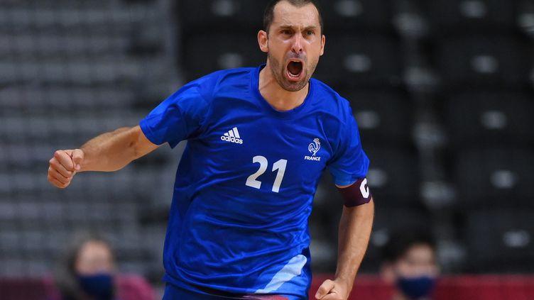 Le capitaine de l'équipe de France de handball, Mickaël Guigou, a terminé sa carrière en bleu sur une victoire en finale des Jeux olympiques face au Danemark, samedi 7 août 2021. (FRANCK FIFE / AFP)