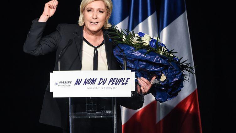 La candidate du Front national à la présidentielle Marine Le Pen, prononce un discours lors d'un meeting, organisé à Monswiller (Bas-Rhin), le 5 avril 2017. (SEBASTIEN BOZON / AFP)