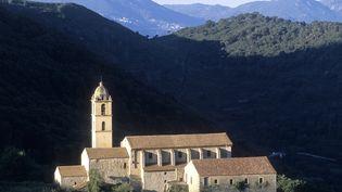Le couvent Saint-François, ici photographié en 2010, est situé au cœur du cap Corse, à Pino (Haute-Corse), commence à se faire trop vieux. La construction du bâtiment religieux a été lancée dès1486 par des moines de l'ordre des Observants. En 1720, les Franciscains agrandissent la bâtisse. Le couvent est abandonné en 1967. Puis, en 2014, la mairie rénove la toiture en lauze. Aujourd'hui, la façade est en trop mauvais état et doit bénéficier de travaux d'urgence. (NICOLAS THIBAUT / PHOTONONSTOP)