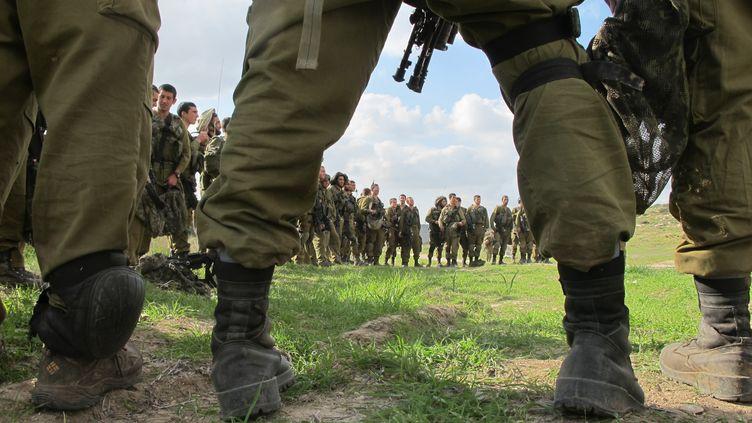 Une brigade de l'armée israélienne à l'entrainement, le 23 janvier 2014. (JAN-UWE RONNEBURGER / DPA / AFP)