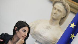 La maire de Rome (Italie), Virginia Raggi, lors d'une conférence de presse à l'hôtel de ville, le 21 septembre 2016. (TIZIANA FABI / AFP)