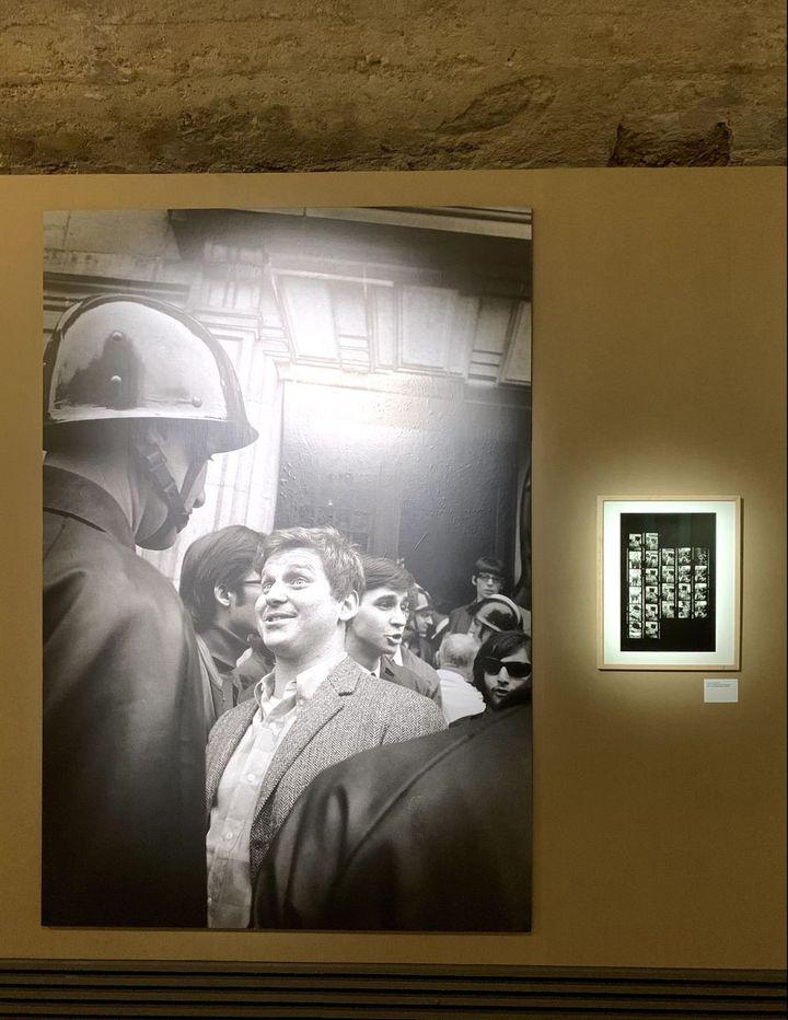 La photo emblématique prise par Gilles Caron de Daniel Cohn-Bendit face à un CRS en mai 1968 (France 3 Grand Est)