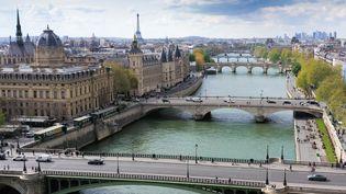 Vue sur Paris et la Seine, le 25 avril 2019. (ERIC FEFERBERG / AFP)
