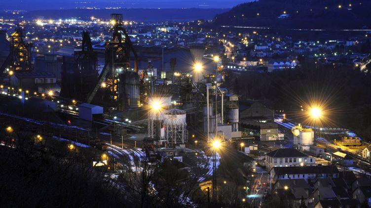 Les hauts-fourneaux d'ArcelorMittal sur le site de Florange (Moselle), le 10 décembre 2012. (JEAN-CHRISTOPHE VERHAEGEN / AFP)