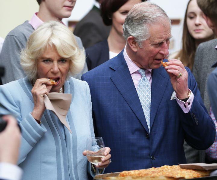 Le prince Charles et la duchesse Camilla, le 6 avril 2017 à Vienne (Autriche), lors d'une visite. (GEORG HOCHMUTH / APA / AFP)