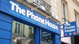 Une boutique The Phone House, le 29 mars 2010, à Paris. (ERIC PIERMONT / AFP)