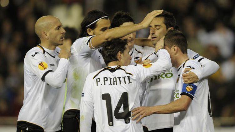 Les joueurs de Valence à la fête (JOSE JORDAN / AFP)