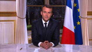 Emmanuel Macron lors de sa présentation des vœux aux Français à la télévision, le 31 décembre 2017. (AFP)