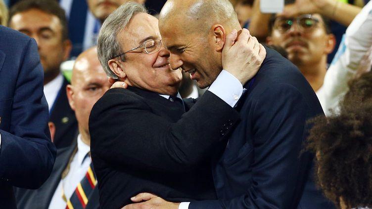 """Le président du Real Madrid Florentino Pérez s'est dit """"fier"""" d'avoir Zidane sur le banc de son club (KIERAN MCMANUS / BACKPAGE IMAGES LTD)"""