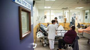 Dans le service d'urgences de l'hôpital d'Argenteuil (Val-d'Oise), le 25 février 2015. (MAXPPP)
