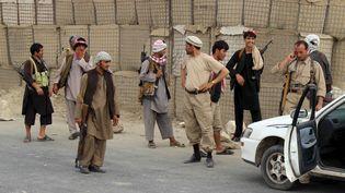La police locale afghane surveille un check-point, le 23 juin 2015, à Kunduz (Afghanistan). (  REUTERS)