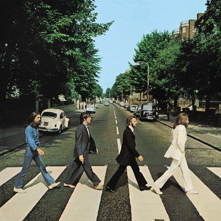La fameuse pochette de l'album Abbey Road des Beatles du directeur artistique John Kosh, avec une photo iconique des quatre Beatles prise par Iain Macmillan le 8 août 1969. (APPLE CORPS LTD)